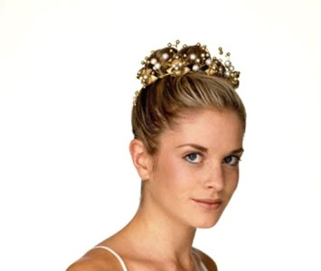 Crown - style - Eve - Gold roses with lots of diamanté, pearl & small gold beads.