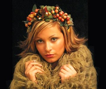 Headpiece - style Gothic - Red berries, acorns & green leaves.